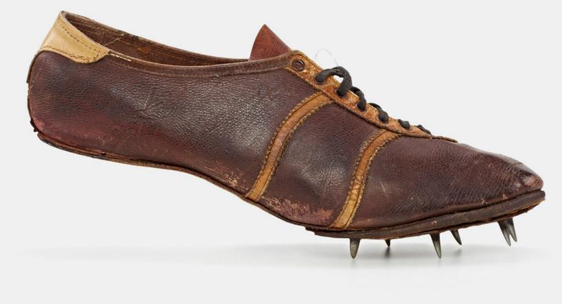 La première chaussure avec des piques de Dassler