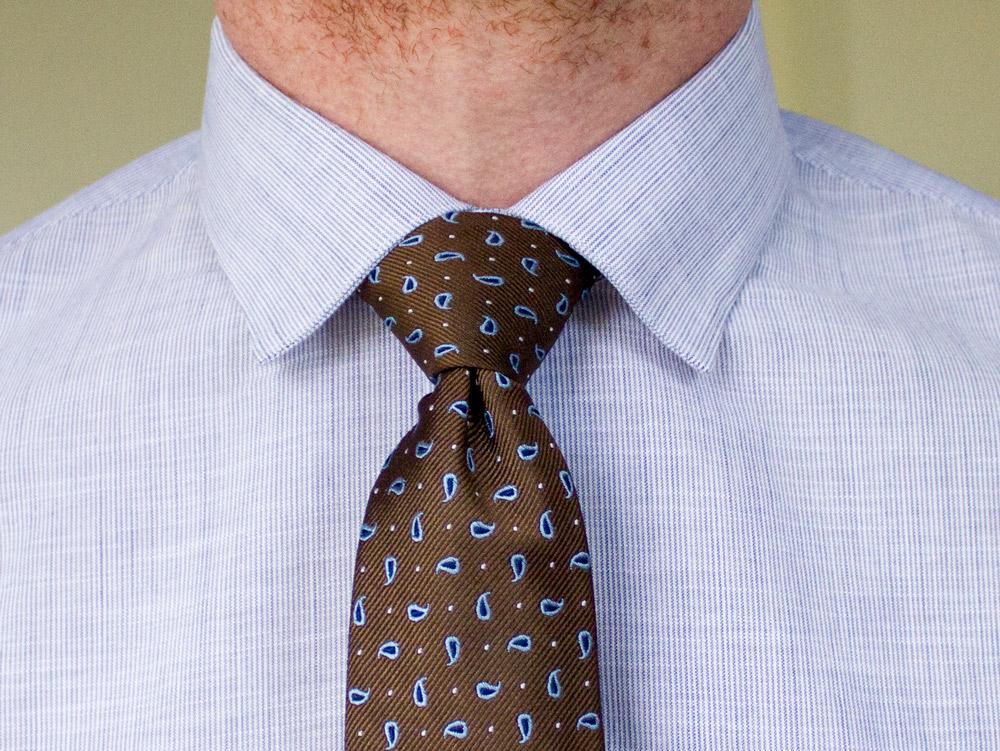 cravate avec la chemise premiere manche