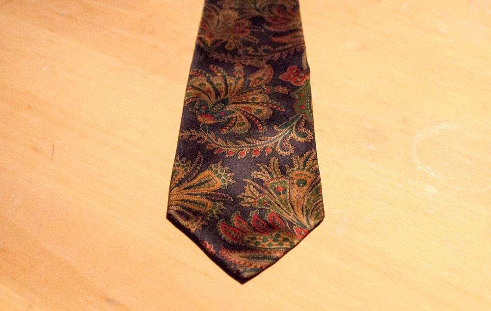 Une cravate en soire Sambrook Witting à motif paisley