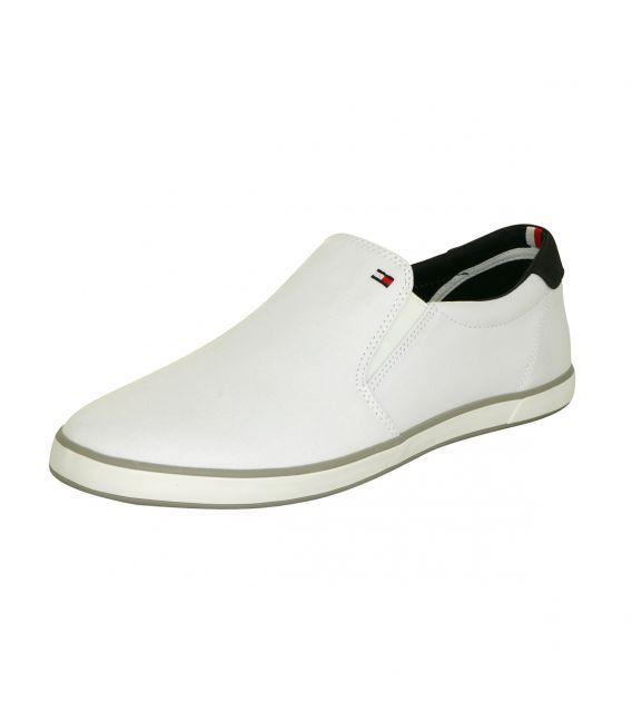 Sneaker slip-on pour le costume en blanc par Tommy Hilfiger!