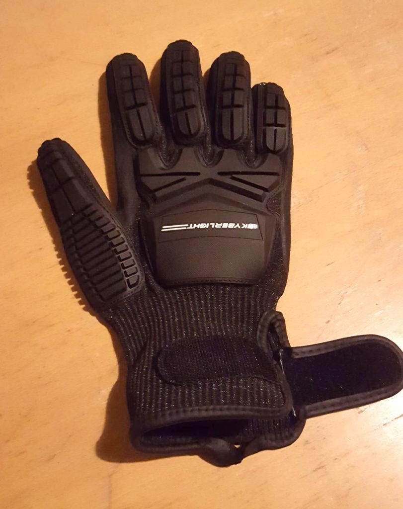 Des gants techniques plutot futuristiques!