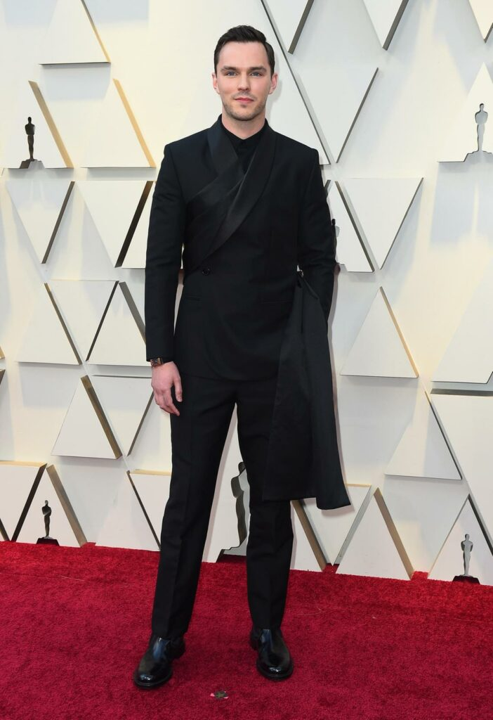 Nicholas Hoult sports this cool and original Dior suit buy Kim Jones and Jeager-Lecoutre. I really love it!